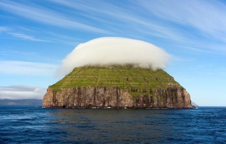 Зөвхөн хоньчид очдог Норвегийн эгц хадан цохиот бяцхан арал