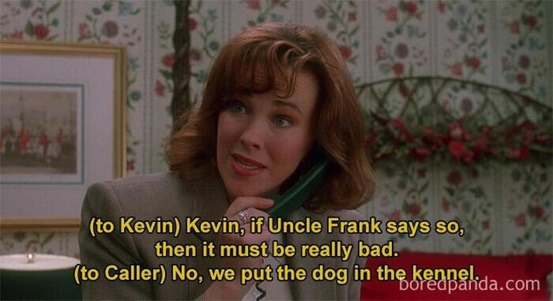 МакКаллистерийн гэр бүл нохойтой болох нь киноны эхэнд дурдагддаг. Энэ нь киноны сүүлд гарах гал тогооны өрөөний тусгай нохойн хаалганы учрыг тайлбарлаж өгнө.