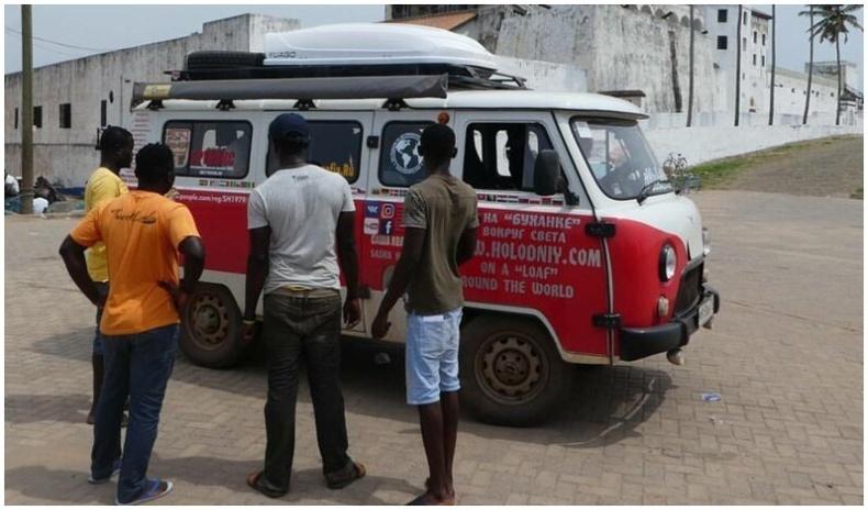 Фургоноор дэлхийг тойрон аялсан залуу