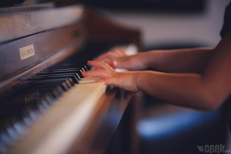 Хөгжмийн зэмсэг тоглох