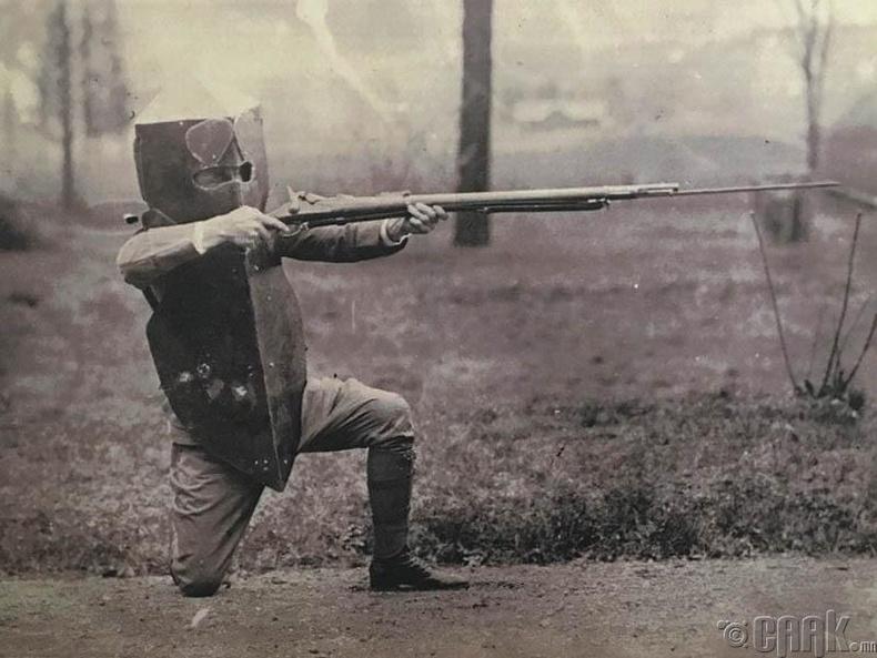 Анхны сум нэвтэрдэггүй хантааз, 1917 он