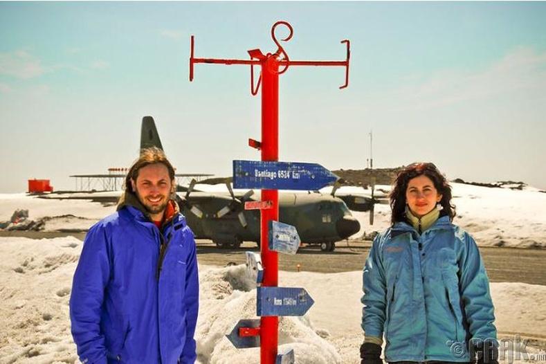 Антарктидад Чили, Аргентин улсуудын Вилла Лас Эстреллас, Эсперанза нэртэй 2 бааз бий.