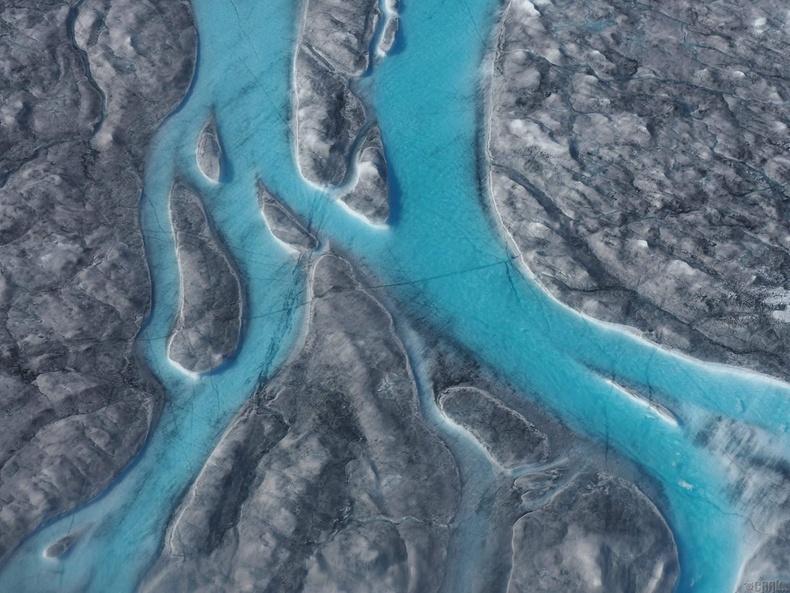 Гренландын баруун хэсгийн хайлж буй мөс томоохон мөсөн голыг бий болгожээ