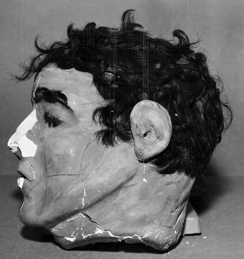 Фрэнк Моррис, Жон, Кларенс Англин нар 1962 онд Алкатраз шоронгоос оргохдоо ашигласан хиймэл толгойнуудын нэг