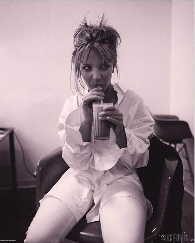Дуучин Бритни Спирс (Britney Spears) тоглолт эхлэхийн өмнө, 1999 он