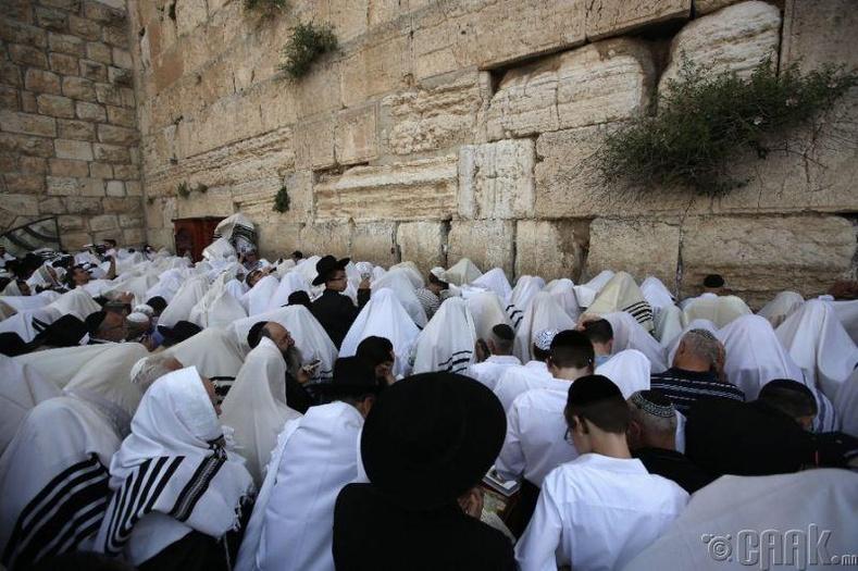 Еврейн ариун дээд өдөр нь намрын өдөр шөнийн тэнцэлтэй ойрхон тохиодог