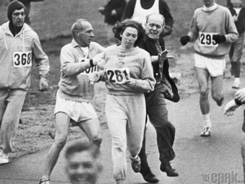 Катрин Свитзэр:  Бостоны марафонд оролцсон анхны эмэгтэй