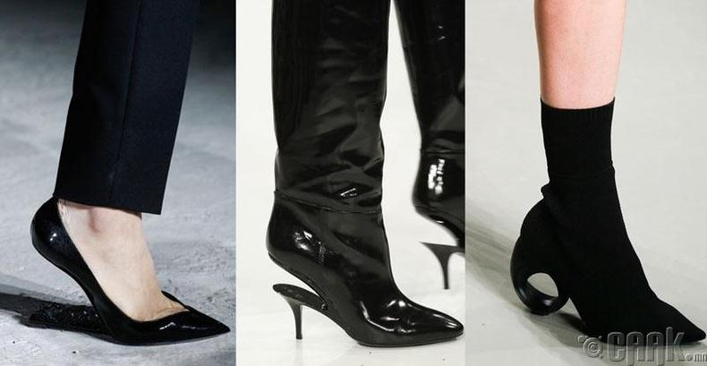 Өвөрмөц өсгийтэй гутал