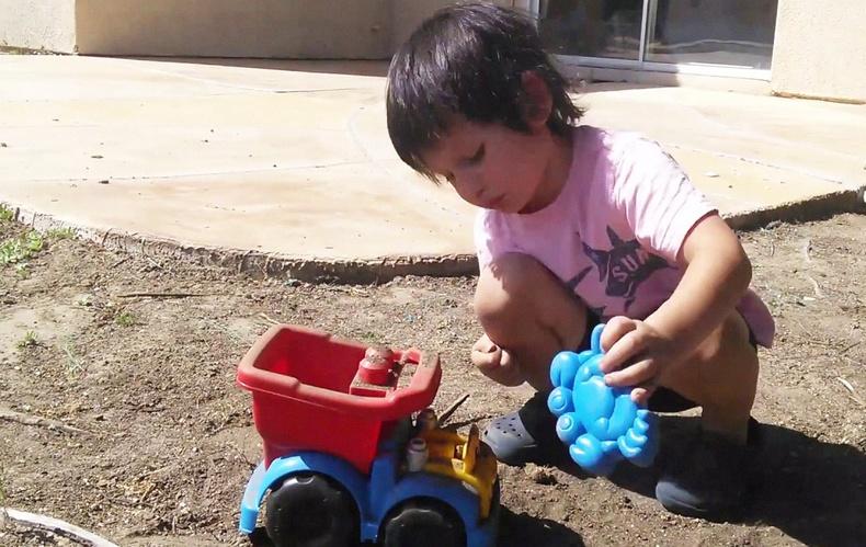 Шороон дээр тоглож өссөн хүүхдүүд илүү эрүүл, бүтээлч сэтгэхүйтэй болдог