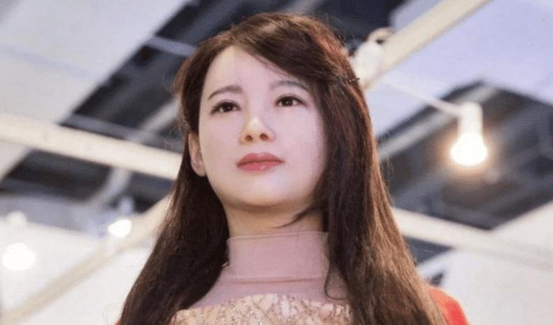 Японы шинэ секс хүүхэлдэй худалдаанд гарсан эхний өдрөө зарагдаж дуусчээ