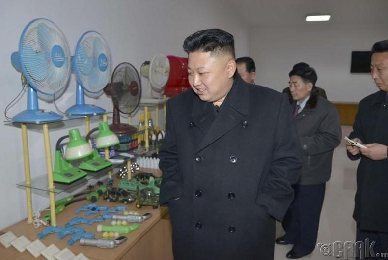 Пхеньян дахь тоног төхөөрөмжийн үйлдвэрт, 2014 оны 3 сарын 3