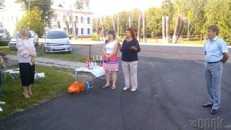 Красноярск мужийн Канск хотод орон нутгийн албаны хүмүүс машин зогсоолын нээлтийг хийжээ