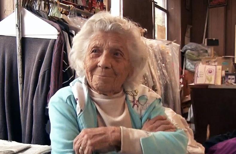 Америк эмээгийн олныг гайхшруулсан бизнес