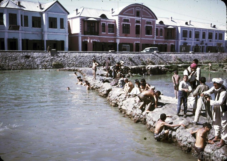 Кабул голд зугаацаж буй залуус