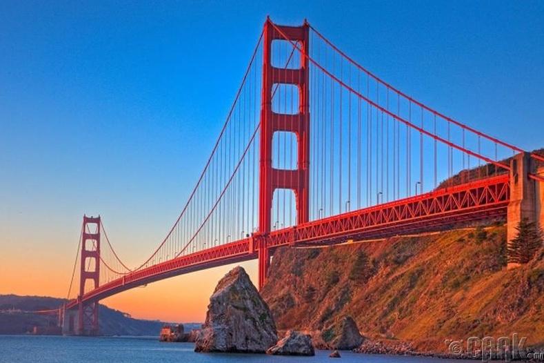 """""""Golden Gate Bridge""""-ийн өнгө"""