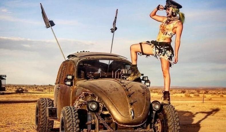 """""""Mad Max""""-ын фэнүүдийн хамгийн том цугларалт дээр юу болдог вэ?"""