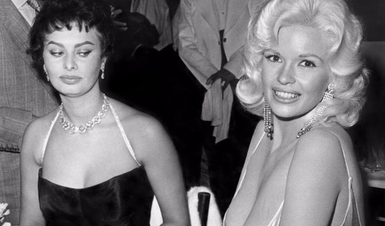 Холливудын секс бэлгэ тэмдэг болсон хоёр бүсгүйн алдарт зургийн түүх