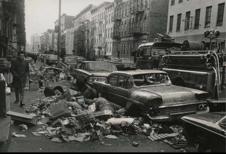 Гудамжны цэвэрлэгээний ажилчид ажил хаялт зарласны дараа. Америк, 1968