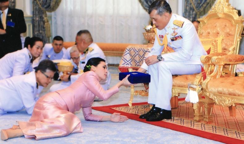 """Тайландын хаан 20 татвар эмийн хамт коронавирусээс """"зугтжээ"""""""
