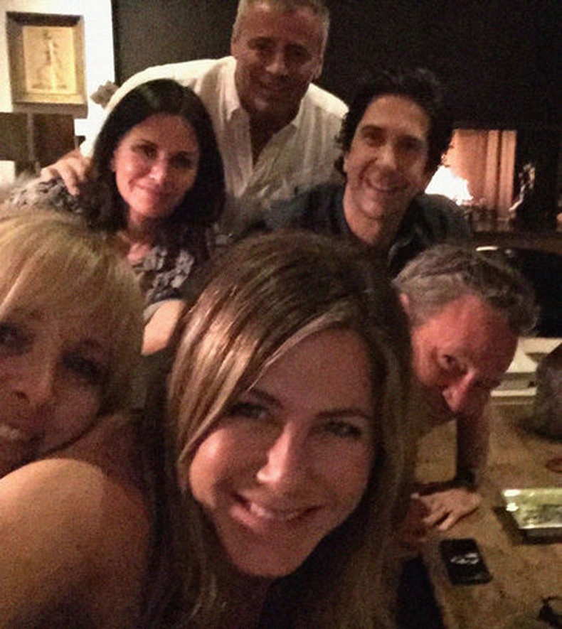 """Жүжигчин Женнифер Аннистон """"Friends"""" цувралын жүжигчидтэй хамт - 16.2 сая"""