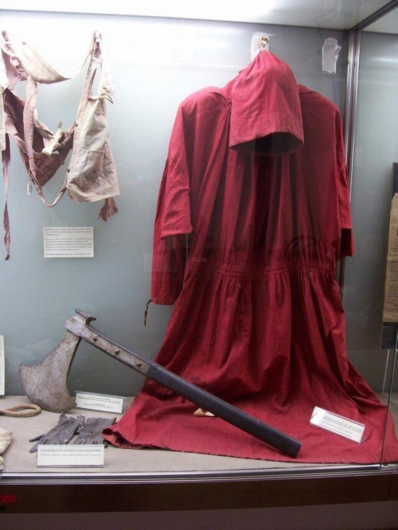 Ромын хамгийн алдартай зандалчин Мастро Титтегийн өмсдөг байсан цув