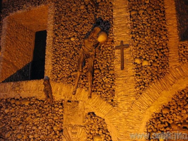"""Португал, """"Evora"""" чулуун сүм"""