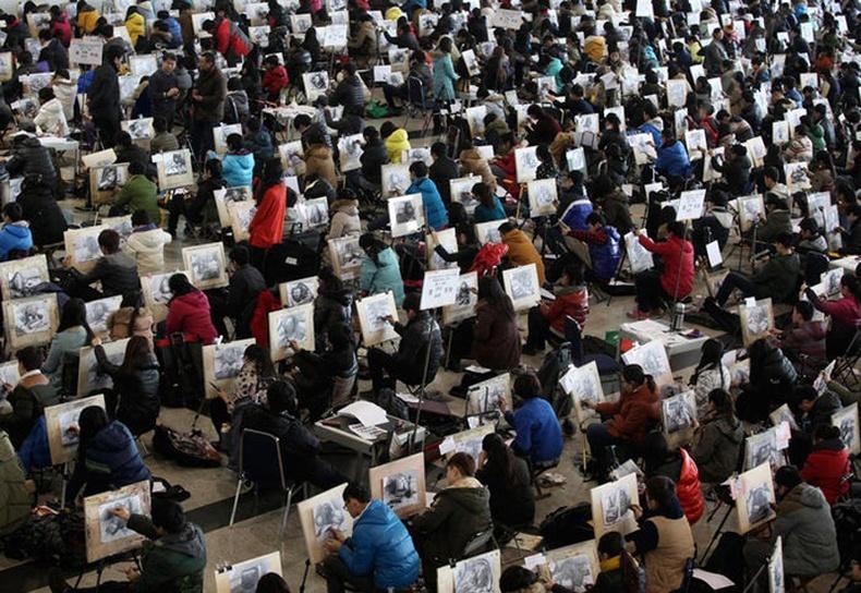 Дүрслэх урлагийн сургуулийн элсэлтийн шалгалт үргэлжилж байгаа нь - Жянань, Шандунь муж
