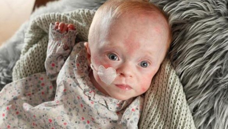 Олон сая хүний зүрхийг шимшрүүлсэн бяцхан охин