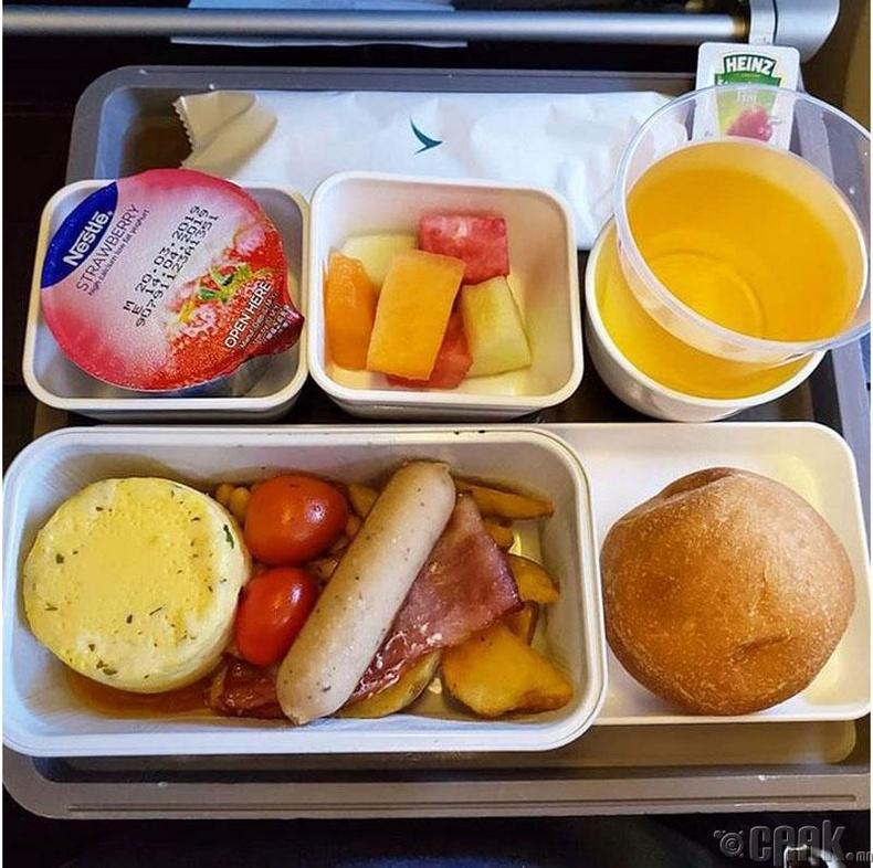 """Cathay Pacific"" - Омлет, зайдас,  жимс, тараг"