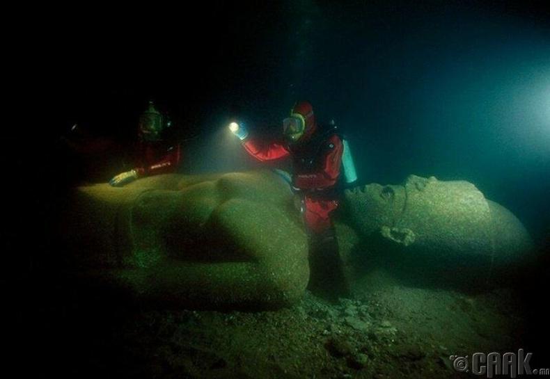 Ираклионы ойролцоо үерийн усанд автсан Фараоны хөшөө