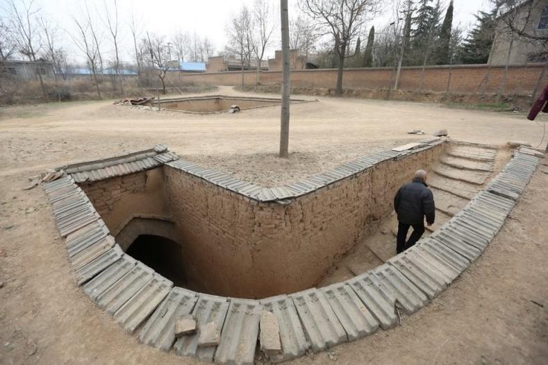 Зардал гаргахгүй, татвар төлөхгүйн тулд газар доор байшин барьж амьдардаг Хятад хүмүүс