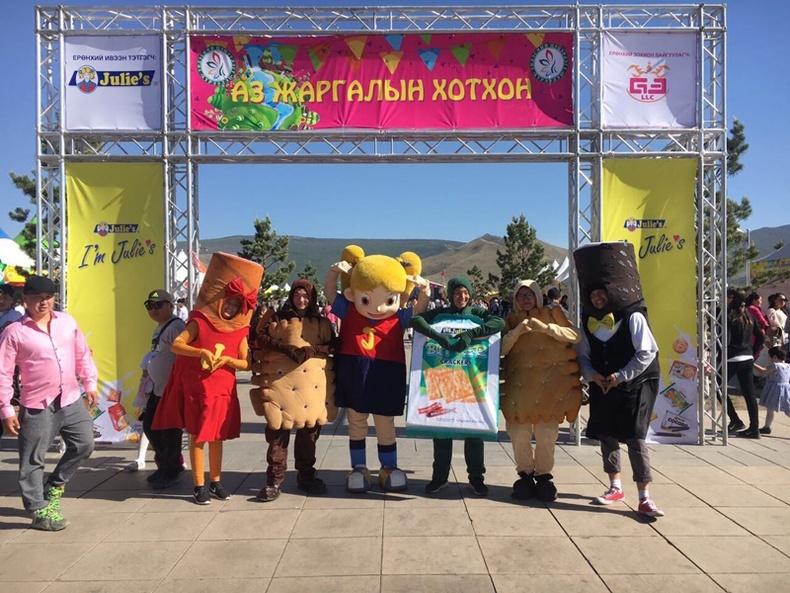 Монголын хамгийн том амттаны ордон сүндэрлэлээ
