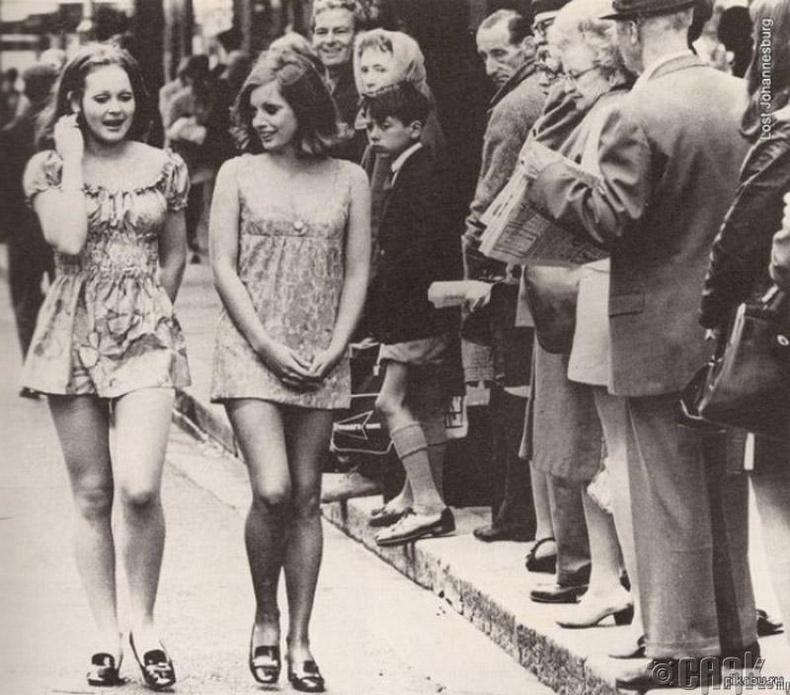 Мини даашинзтай бүсгүйчүүд - Өмнөд Африкийн Кэйптаун - 1965 он