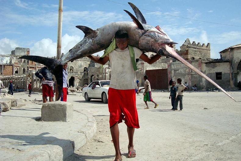 Сомалийн загасчин залуу