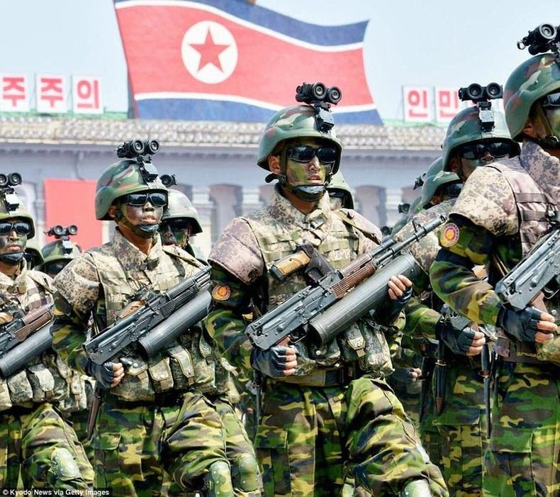 Хойд Солонгосын тэнгисийн цэргийн тусгай хүчнийхэн
