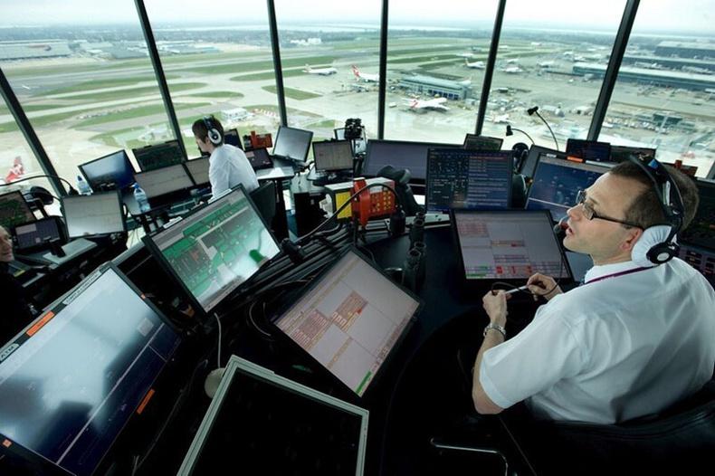 Онгоцнуудыг хэрхэн удирддаг вэ?