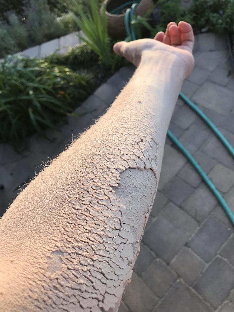 Модны үртсээр хучигдсан гар