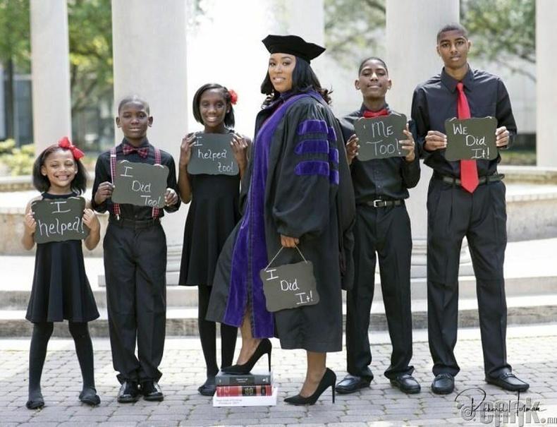 5 хүүхэд төрүүлснийхээ дараа сургуулиа төгссөн нь