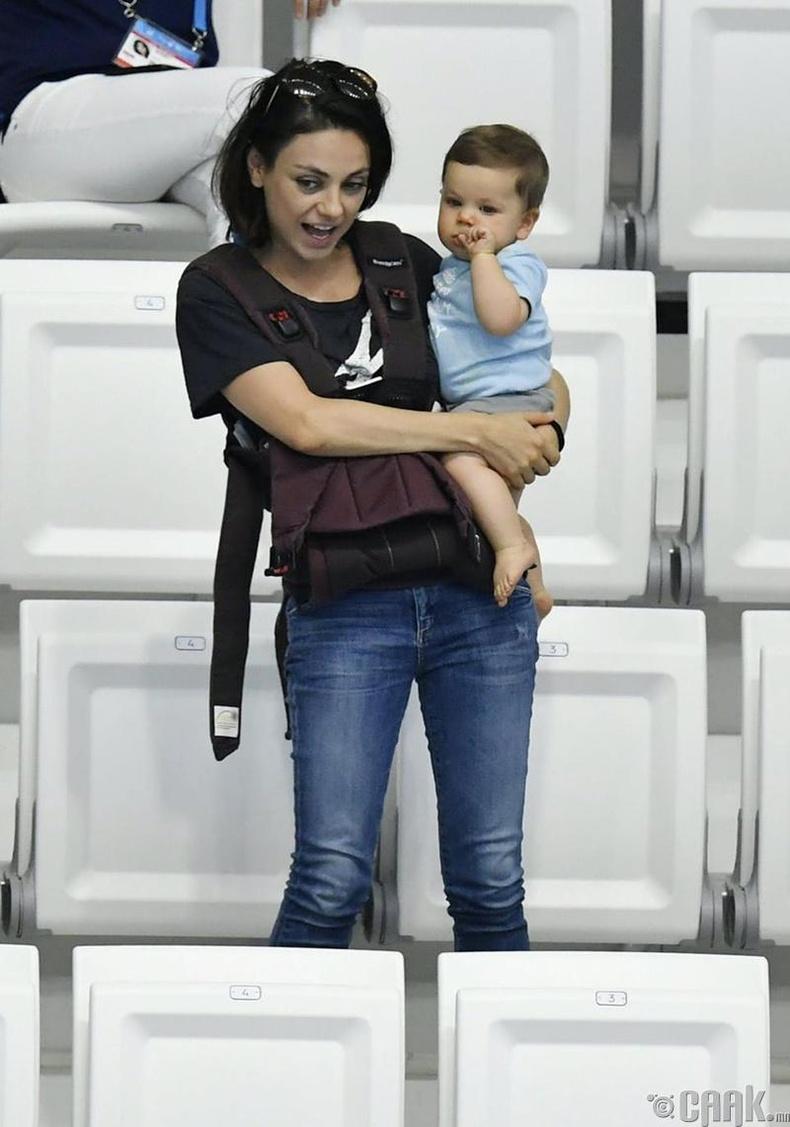 Мила Кунис ээж байхын жаргалыг мэдэрдэг
