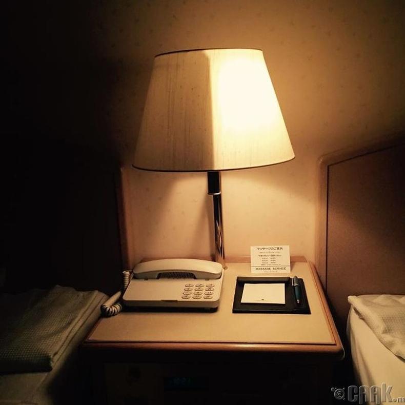 Тал нь унтарч тал нь асдаг унтлагын өрөөний чийдэн