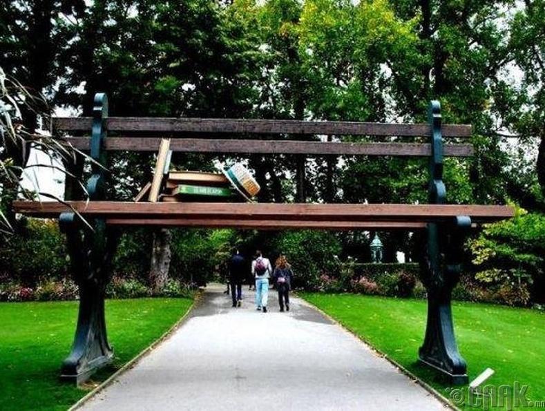 """""""Claude Ponti"""" цэцэрлэгт хүрээлэн дэх сандал - Франц/Нантэ хот"""