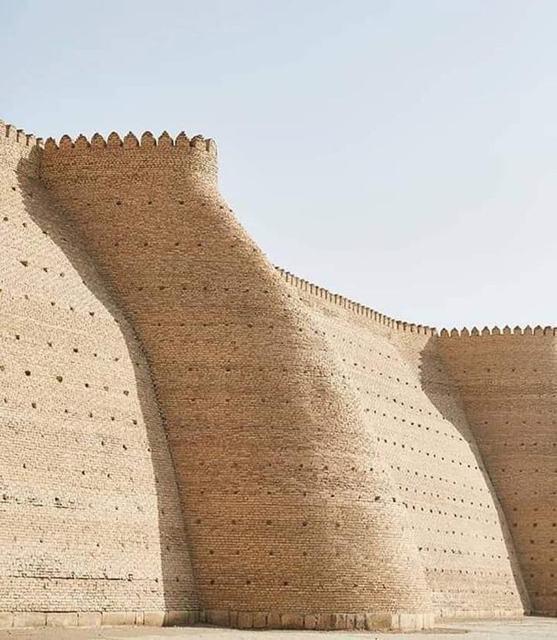 Узбекийн Бухар хотын энэхүү хэрэм 1500 жилийн өмнө баригджээ