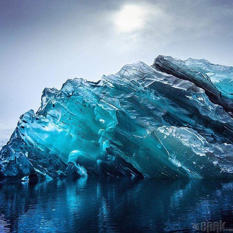 Хөмөрсөн мөсөн уул