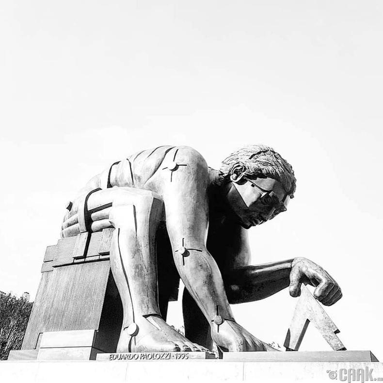 Исаак Ньютоны хөшөө - Лондон хот, Их Британи
