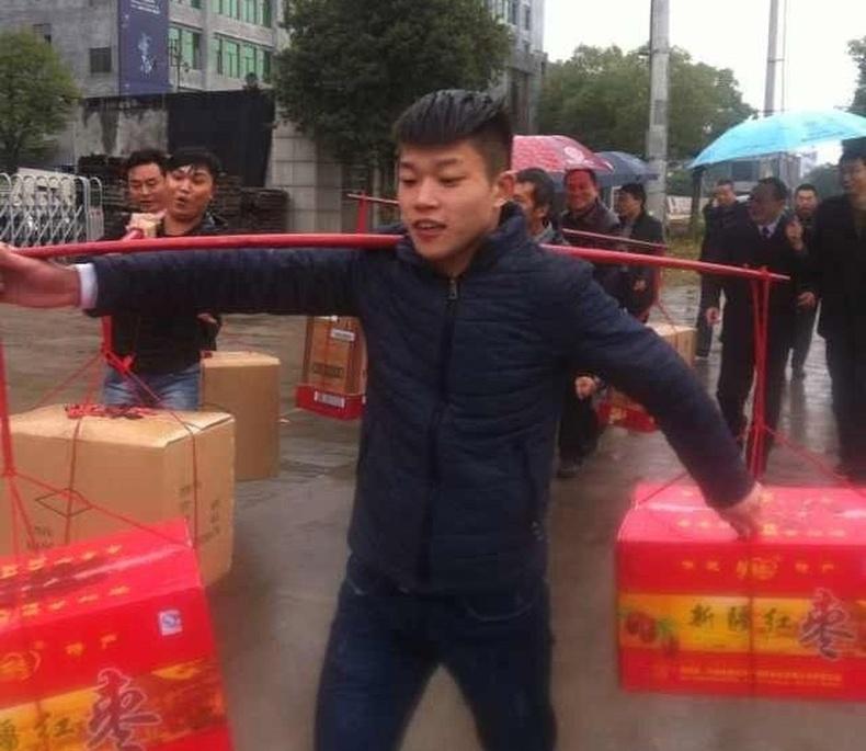 Хятад залуугийн сүйт бүсгүйдээ өгсөн бэлэг