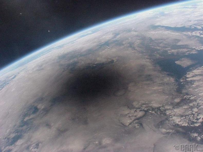 Сансраас авсан нарны хиртэлтийн зураг