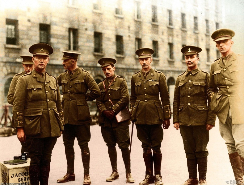 Ирландын явган цэргийн дивизийнхэн фронт руу явахаас өмнө, 1915 он