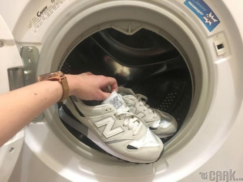 Хэдэн ч гутал хамтад нь угааж болно