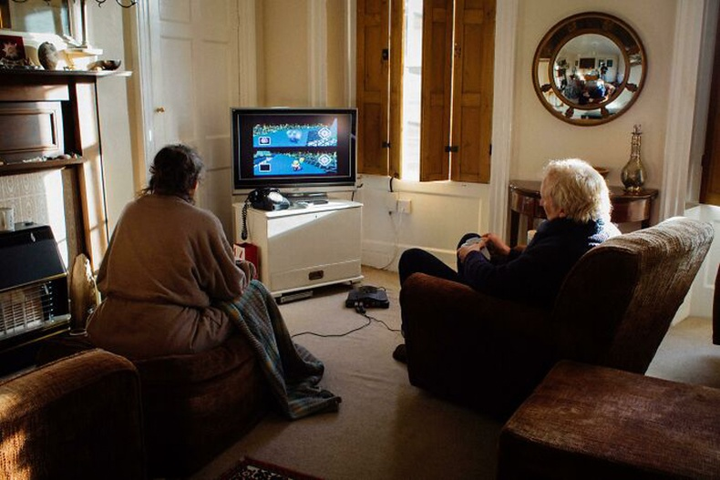 """""""Ээж аав хоёр маань 2001 оноос хойш өдөр бүр Mario Kart 64 тоглож, хэн нь цайгаа чанахаа шийддэг"""