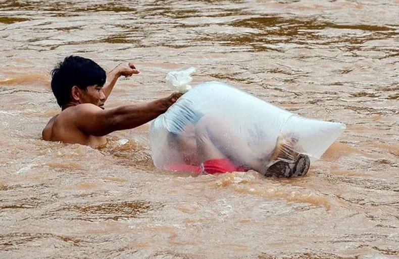 """Вьетнам хүүхдүүдийн сургуульдаа явдаг """"аймшигтай"""" зам"""
